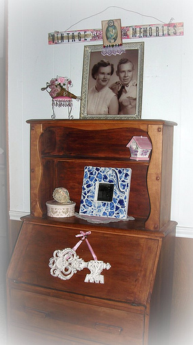 Antique secretary (from Georgetown), a vintage photo of a young Alice Rose and BT, the blue mosaic which Alan (my first born) made specially for moi, and the Vintage Memories collage/sign and key made by Sue. Love this grouping!