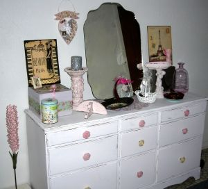 Awesome re-done dresser, all shabbied up! LOVE the pink rose knobs!!!