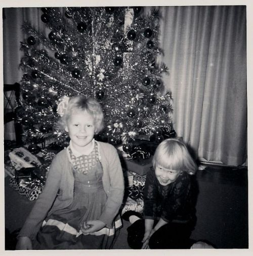 belinda and terry lee, cmas 1963 ... where's that darn cmas tree now?!