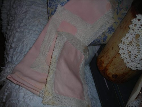 sweet three-piece pink set of table scarves