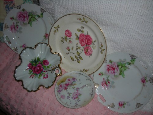 suh-weeeet rose plates from lampasas city-wide. first go around i was told $3 each. pal bonnie worked a deal and i got them all for $5!
