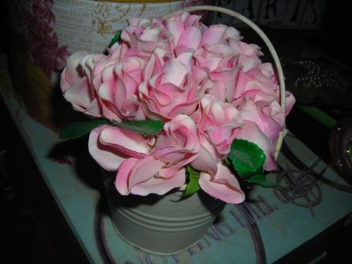 another sweet little piece ... a tiny bucket of pink roses from crafter's