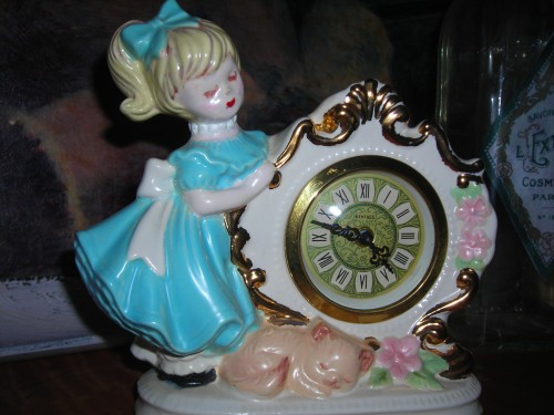 v. sweet little girl (that blonde ponytail and bangs is SOOO lil' terry lee!) with clock and cat. too sweet to pass up. her clock doesn't work, but when i got home and pulled her at of the bag, she was TICKING!!! and then she stopped. hmmmph.