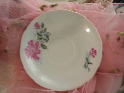 hold the phone. forgot about this little treasure! a little rose saucer. wanna guess? FIVE WHOLE CENTS!! my kinda sale!